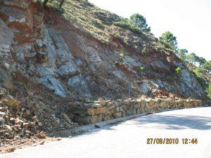Desprendimientos de bloques peridotiticos. Crtra comarcal Jubrique-Pto Peñas Blancas (Estepona)