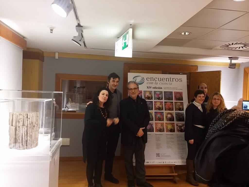 El profesor Peretó con los profesores Enrique Viguera y Ana Grande, amigos y compañeros