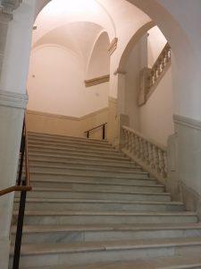 Peldaños de escalera del palacio de la Aduana realizados con mármol dolomítico de Mijas