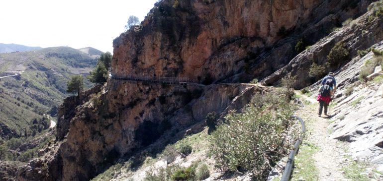 1 de Abril 2018. Ruta de montaña por el metamorfismo alpino de la Rahije (Canillas de Aceituno) Aula museo de geologia (Málaga)