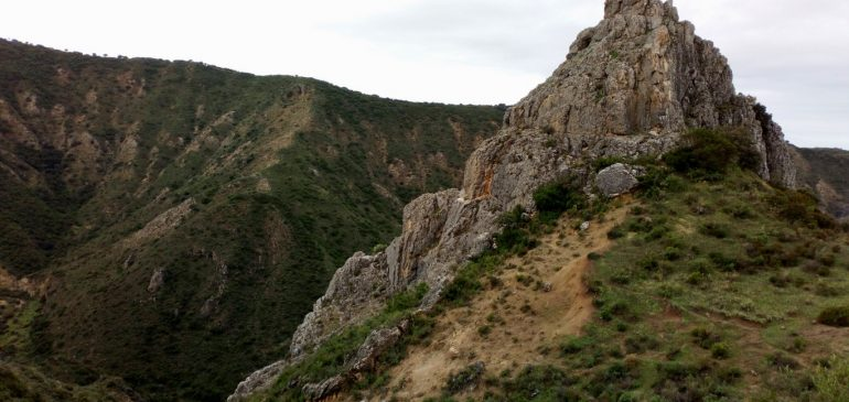 25 de Noviembre 2018. Por las crestas de la garganta del Guadalhorce entre Villanueva del Rosario y Archidona. Aula museo de geologia Málaga.