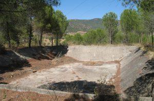 Estado de la balsa existente en el antiguo lavadero de diamantes de los Jarales de Carratraca.