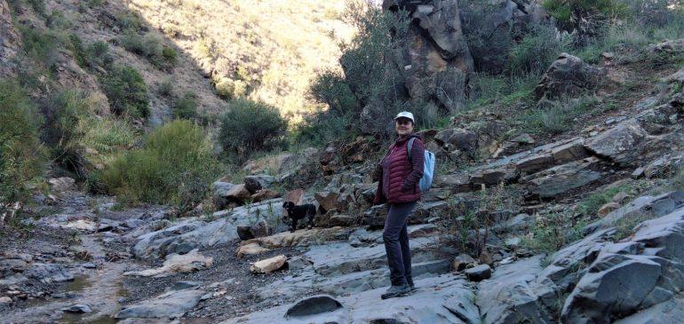 29 de Noviembre 2020. Por el fondo de valle de Arroyo Jaboneros (Montes de Malaga). Aula museo de geología (Málaga)