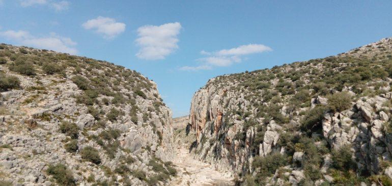 23 de Diciembre 2020 Por las calizas jurásicas del Tajo el Molino (Teba) y nacimiento rio de la Venta. Aula museo de geología (Málaga)