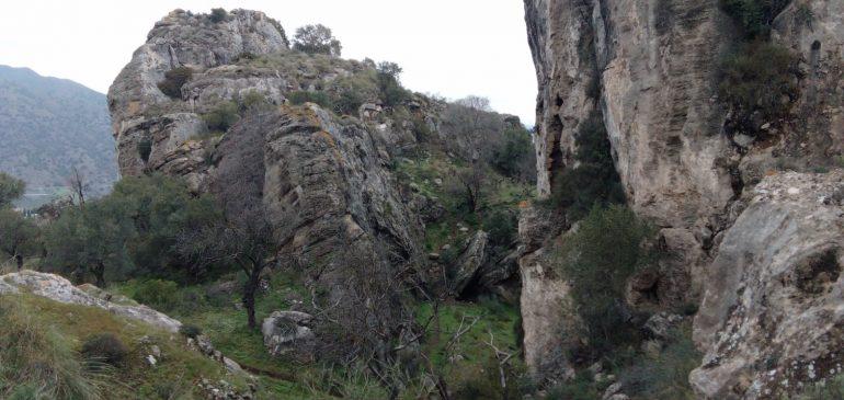 10 de Enero 2021 Por las molasas del Hacho de Álora y desprendimientos fósiles de Hoyo del Toril . Aula museo de geología (Málaga)
