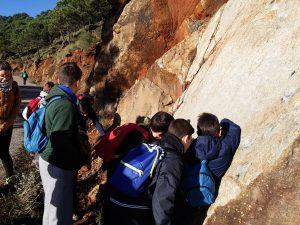 En el campo!. Aprendiendo como medir dirección y buzamiento de los estratos con la brújula de geólogo
